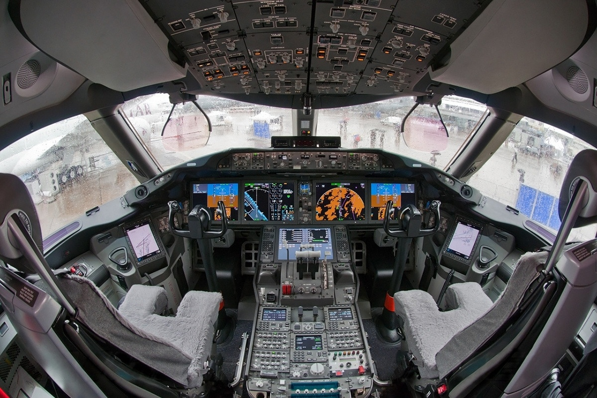 Image 1 - 787 Dreamliner Cockpit_RT